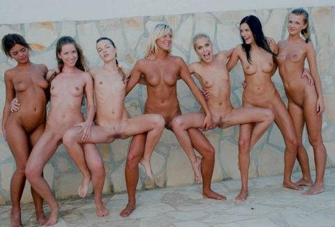 Видео много голых женских тел видео