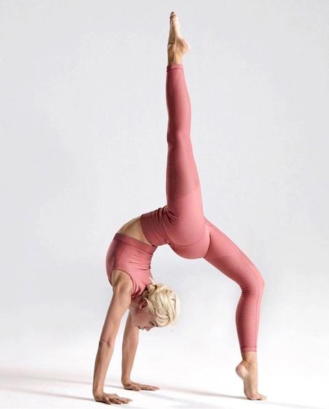 sexy_yoga_8687-027s