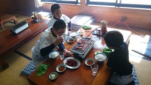 27一番館食事風景