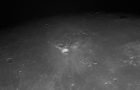 Moon_210710_lapl6_ap74 W トーンカーブ ハイパス 1800x1200 (002)