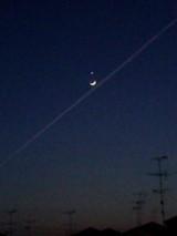 三日月と星と飛行機雲