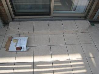 掃き出し窓前のステップ