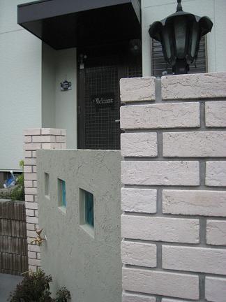 白いレンガ角柱