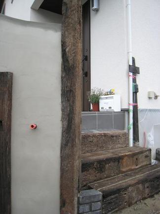 門柱横のサブ階段