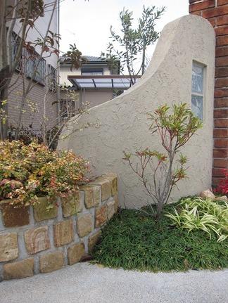 ピンコロ石積の円形花壇
