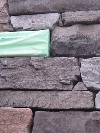 自然石調の壁材