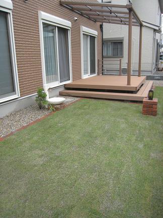 ゆったりとした芝庭スペース