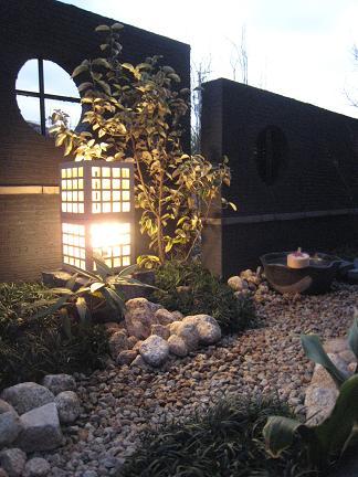 和壁を彩る光り