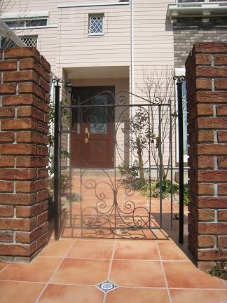 アイアン製の門扉