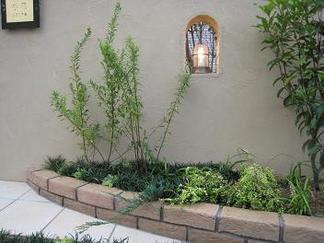 エントラス前の花壇