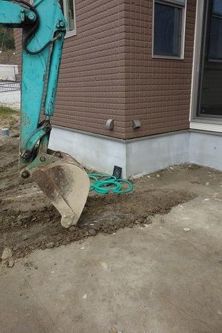 重機にて掘削