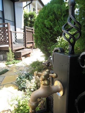 ロートアイアン製の立水栓