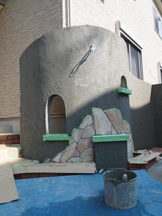 曲線壁の門柱