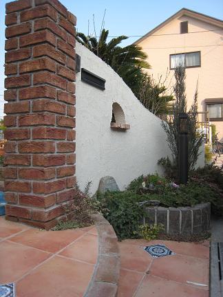 門柱前の植裁