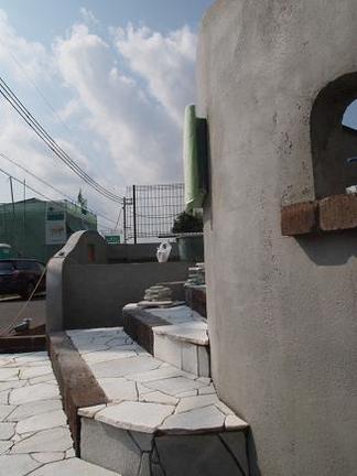 枕木と自然石で描く階段