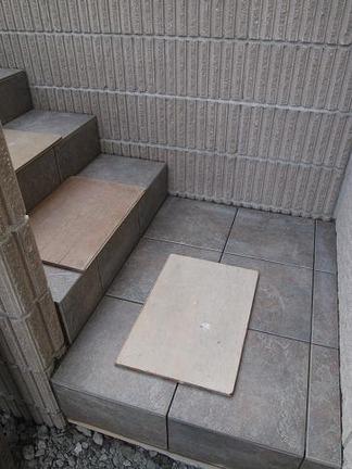 テラスへ向かう階段