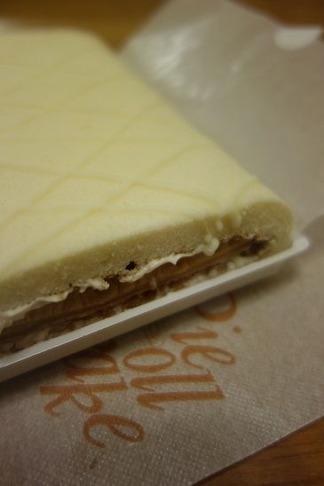 淡路牛乳パイロールケーキ