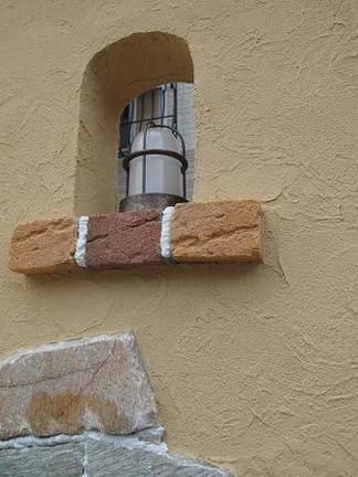 くり抜き窓に入れ込んだ照明器具