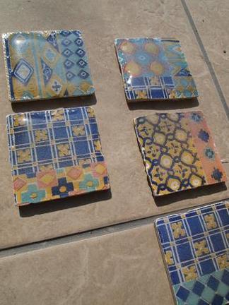ガラス釉の飾りタイル