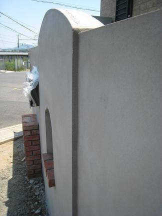 変形壁の門柱