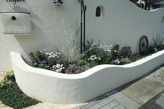 塗り壁仕上の花壇