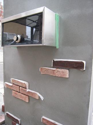 門柱裏側「ポスト取り出し口」