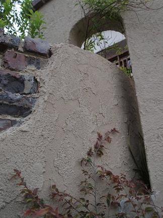 通り抜ける壁の造作
