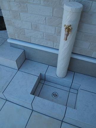立水栓「タイル貼りの造形」