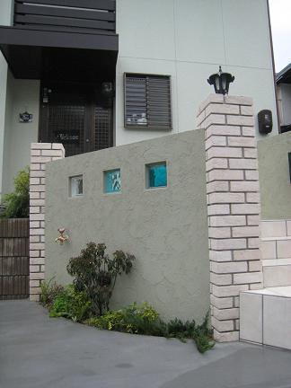 ガラスブロック入りの門柱