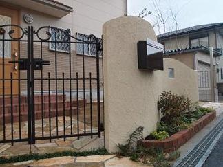 曲線壁とレンガ花壇