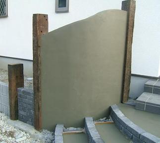 門柱下地施工中