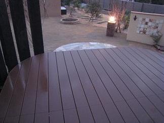 ウッドデッキから眺めたお庭