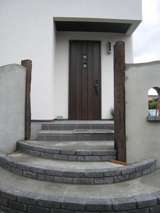 ポーチへの階段