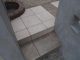 立水栓脇の階段