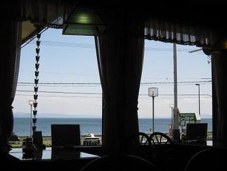 窓の外には琵琶湖