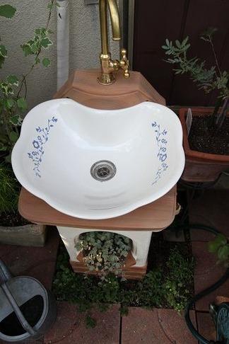 リリー水鉢