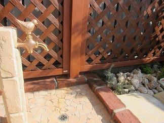 レンガ造りの立水栓