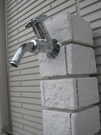 ブリックレンガ仕上げの立水栓