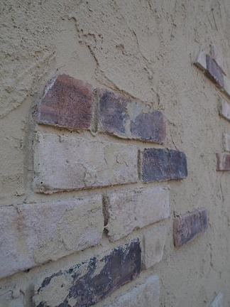 朽ちた壁を描きます