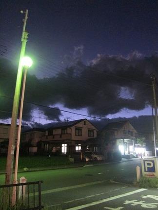 夜空に浮かぶ雲