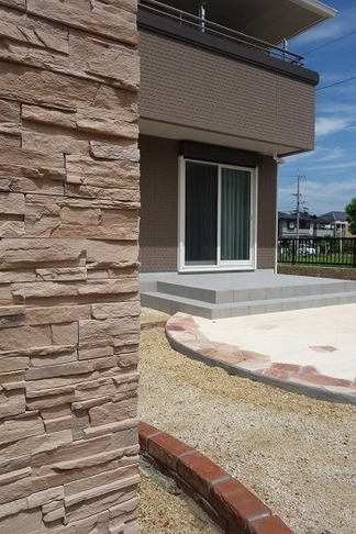 人工石造の角柱