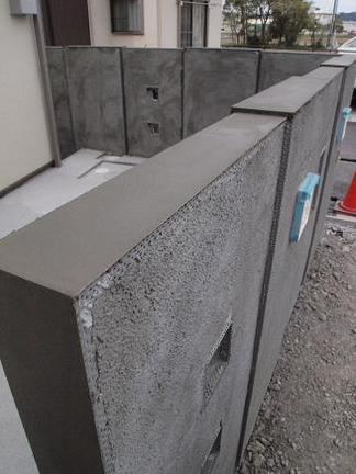 テラスを取り囲む壁