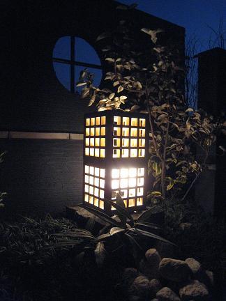 木に映る灯り