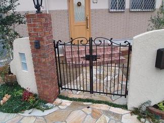アルミ鋳物製の門扉