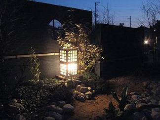 夜の和庭の景色