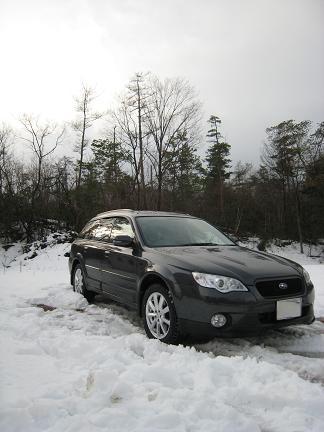 クルマを駐車「雪の中」