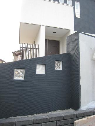 ブラック塗壁のガラスブロック