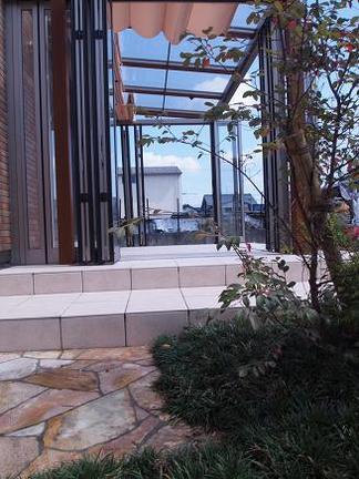 坪庭から眺めるジーマ