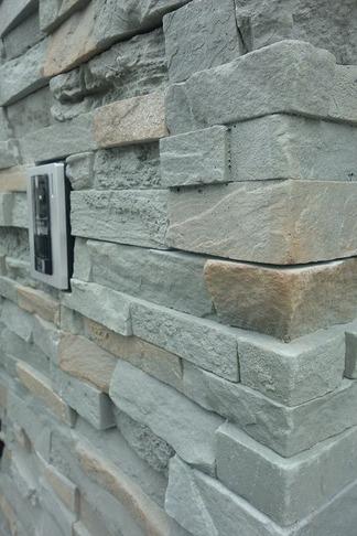 人工石材貼りの門壁