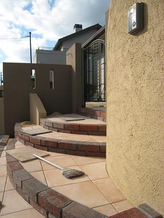 タイル貼りの階段